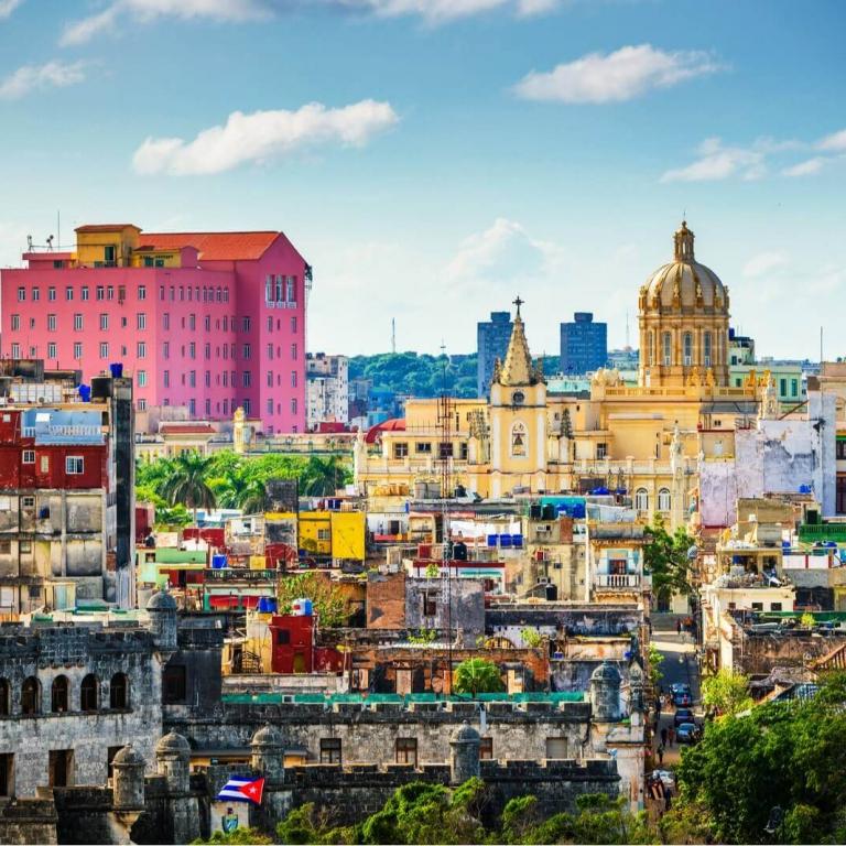 Kleurrijk uitzicht over Havana, CUba