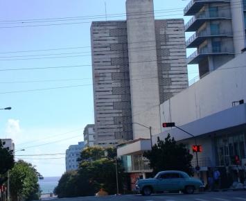 Calle 23 cerca de la Feria artesanal de 23