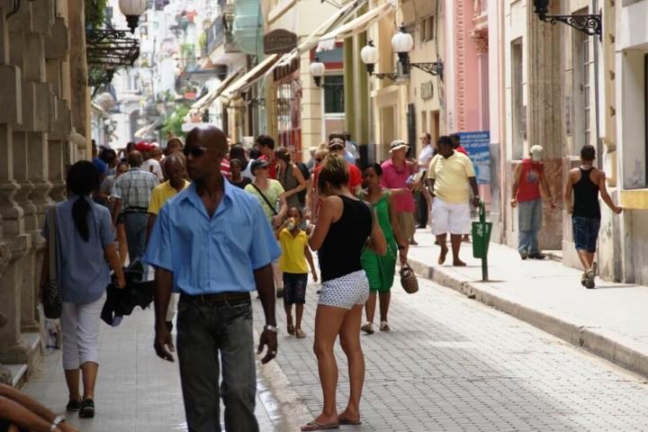 Calle Obispo en La Habana Vieja CubaNeo Travel Agencia de viajes a Cuba