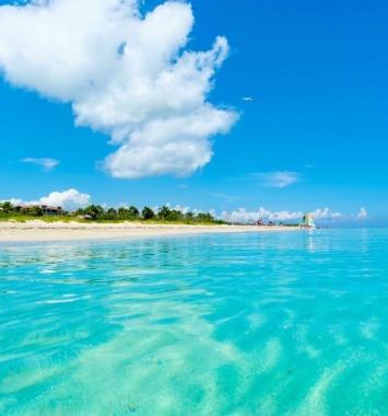El clima de Cuba tiene altas temperaturas del mar