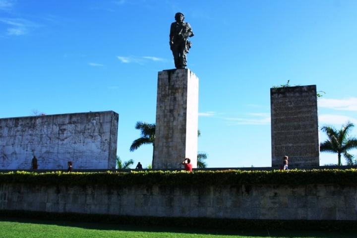 maousoleo del Che Guevara lugares turisticos de Cuba para visitar CubaNeo Travel