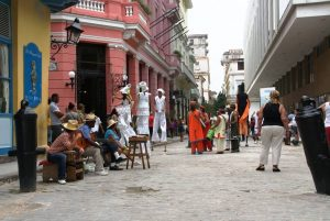 Intersección de las Calles Obispo y Mercaderes La Habana Vieja Cuba