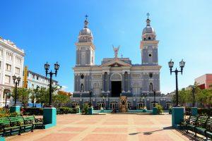 Lugares y destinos para visitar en Cuba Parque Cespedes Santiago de Cuba