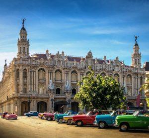 Oldtimers frente al Gran Teatro de La Habana